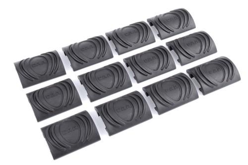 CAA 12 Stück Covers für Picatinny Rails Black